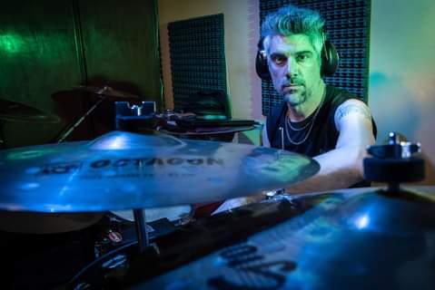 Músicos ituzainguenses: Entrevista al baterista Claudio Do Carmo