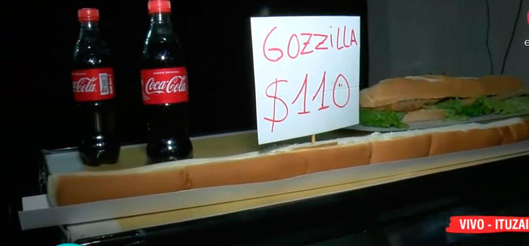 """""""Godzilla"""" es el pancho más grande del país  y está en Ituzaingó"""