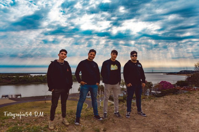 """Uglys presenta su álbum debut: """"Esta Conexión La Hicimos Con Vos"""" 2"""