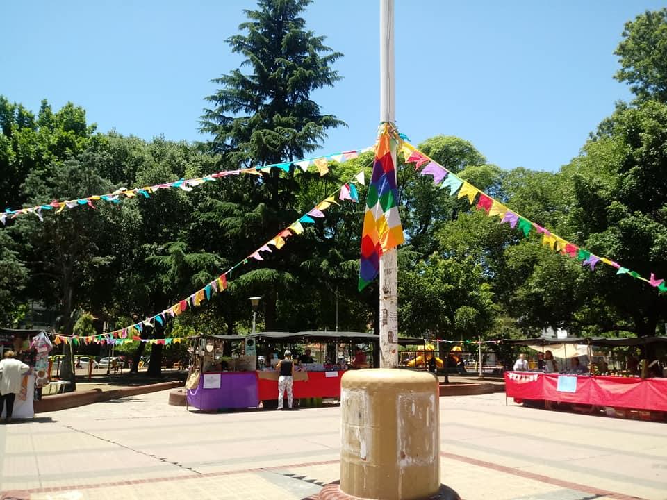 Vuelve a realizarse la Feria 'Las Cholitas' en la Plaza 8 de Haedo
