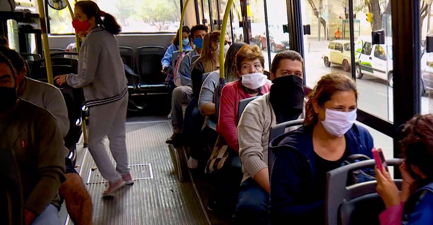 A partir de hoy podrán viajar más pasajeros en los trenes, colectivos y subtes