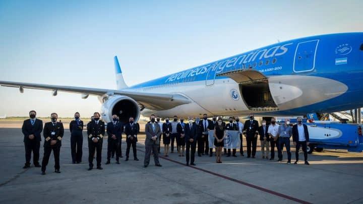 Hoy parte otro avión de Aerolíneas Argentinas para traer 300.000 vacunas