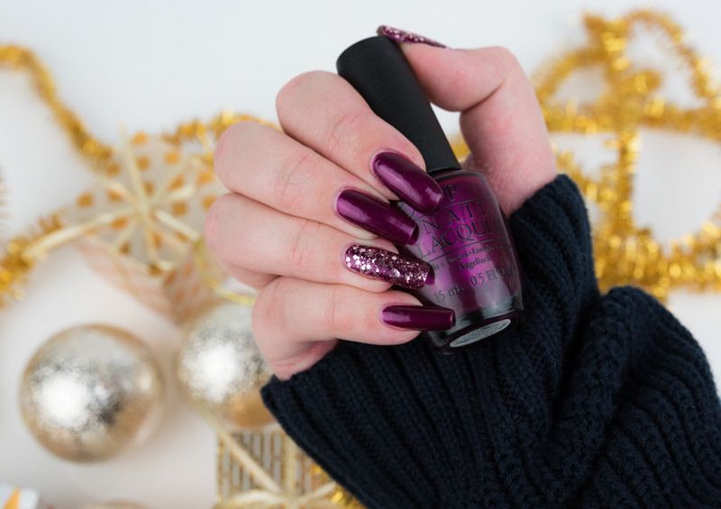 Christmas Mani – OPI Kiss Me… Or Elf!