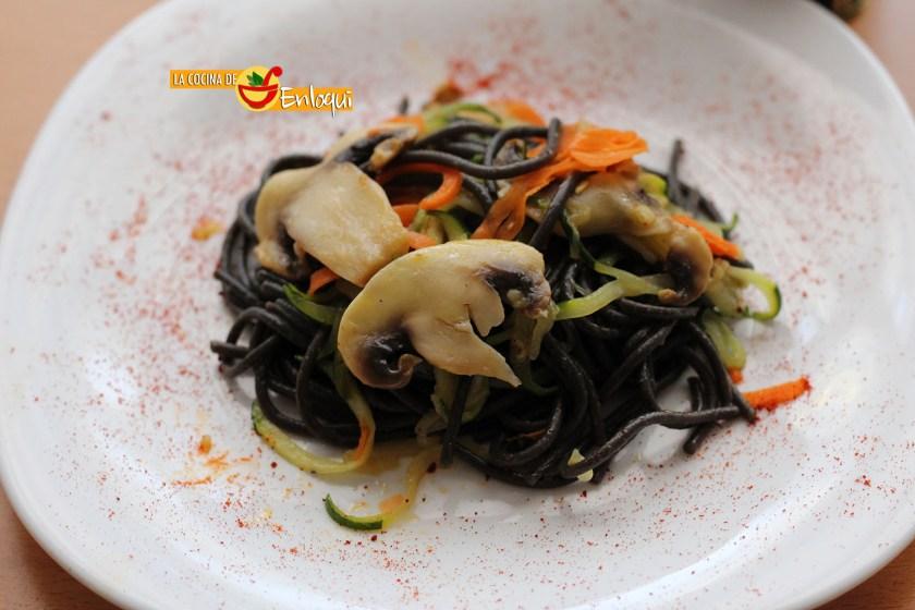11-10-16-espagueti-al-nero-di-sepia-con-verdura-13
