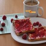 15-09-16-desayuno-tostada-de-mermelada-de-frambuesas-1