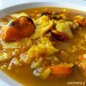 Sopa de arroz con pescado y marisco