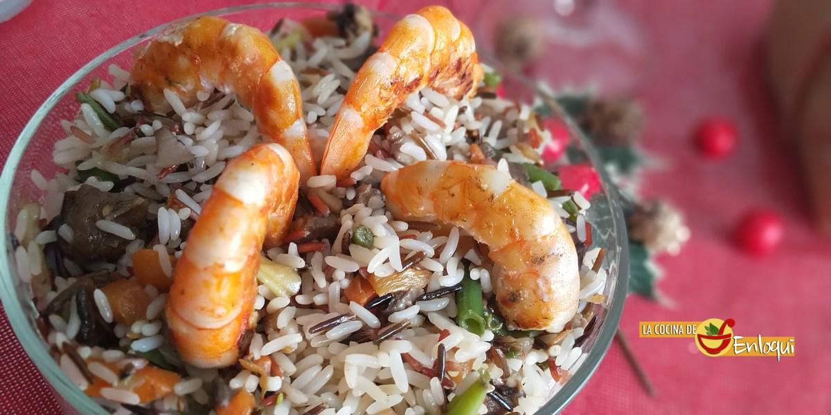 Guarnición de arroz salvaje con verduritas y langostinos