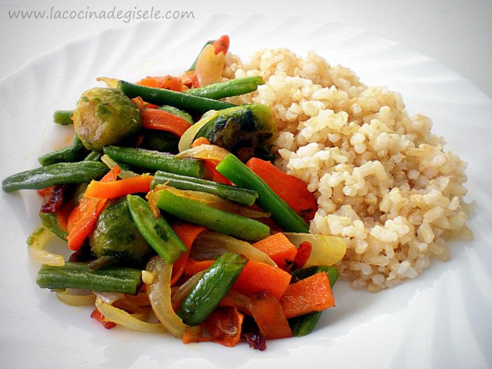 Salteado de Vegetales con Arroz integral