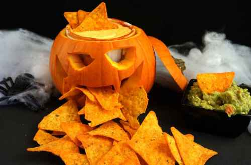 nachos con salsa de queso especial halloween