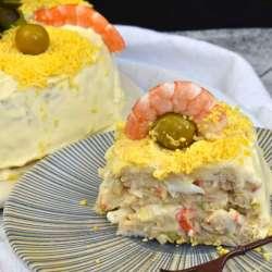 pastel frío de marisco con pan de molde