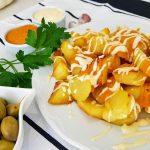 Patatas bravas con alioli