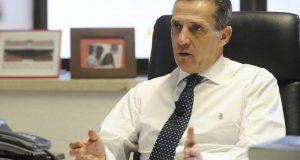 Cruz, director general del Sevilla, atiende en su despacho a los medios oficiales | Imagen: SevillaFC