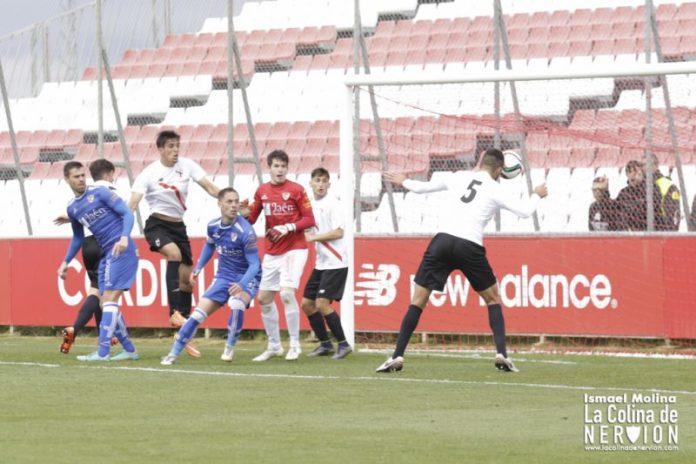 3-2: El Sevilla Atlético encuentra la luz de la victoria bajo la lluvia