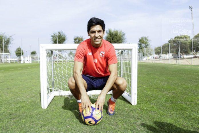 Borja Lasso posa para La Colina de Nervión en uno de los campos de la Ciudad Deportiva | Imagen: Ismael Molina