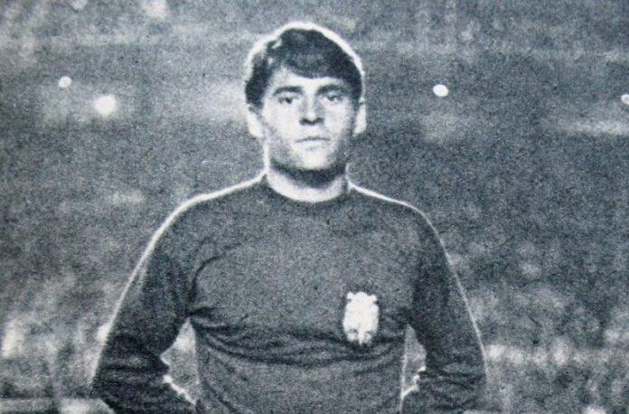 Enrique Lora, con la camiseta de la Selección Española |Imagen: Sevilla FC