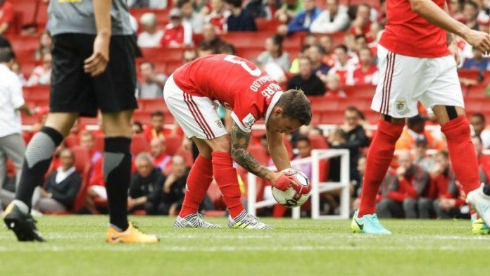 Grimaldo y Jonathan Silva, para reforzar el lateral izquierdo