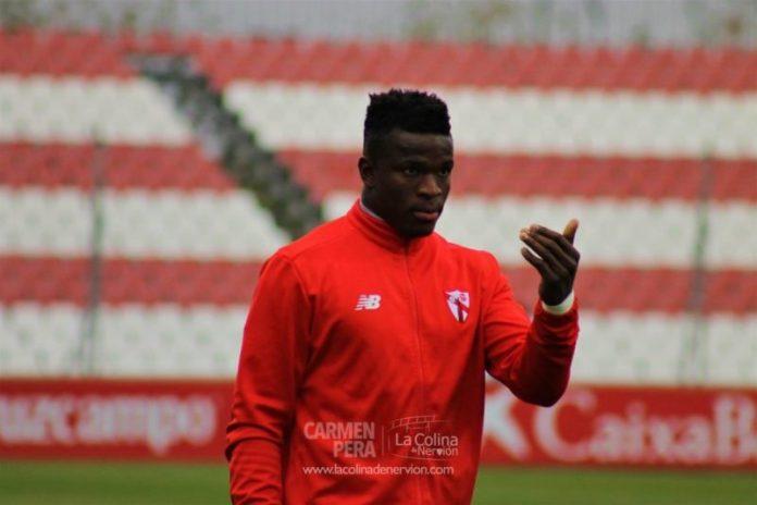 Fabrice Ondoa busca una salida del Sevilla