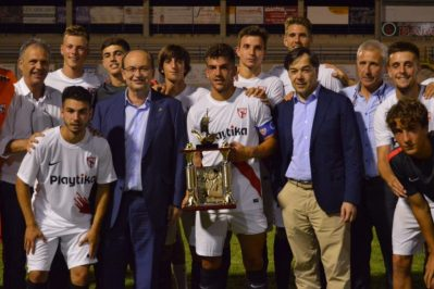 Homenaje a Manolo Cardo con remontada y victoria