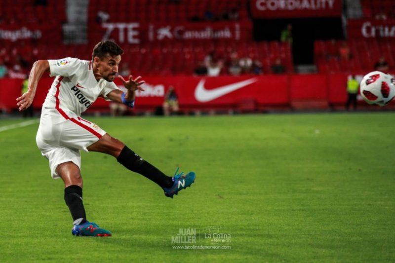 Jesús Navas, con el Atlético entre ceja y ceja