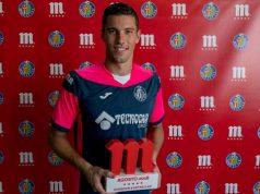 David Soria, con el premio al jugador del mes de Agosto | Imagen: Getafe CF
