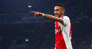 Ziyech, en la órbita sevillista, celebrando un gol con el Ajax.