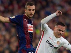 Joan Jordán, en pugna con Roque Mesa en un partido entre Eibar y Sevilla | Imagen: Agencias