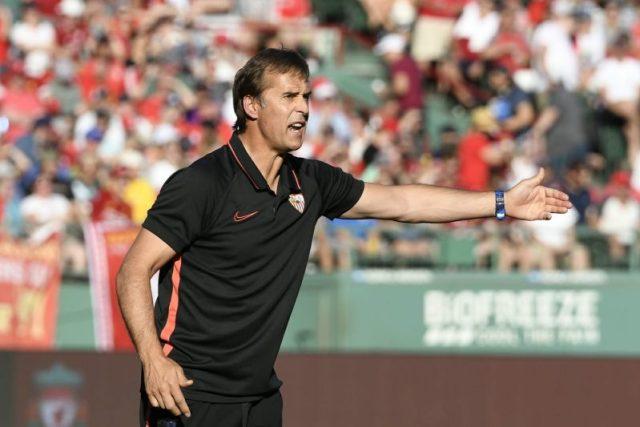 Lopetegui, dando instrucciones al equipo durante el partido de pretemporada ante el Liverpool en el Fenway Park de Boston | Imagen: Sevilla FC