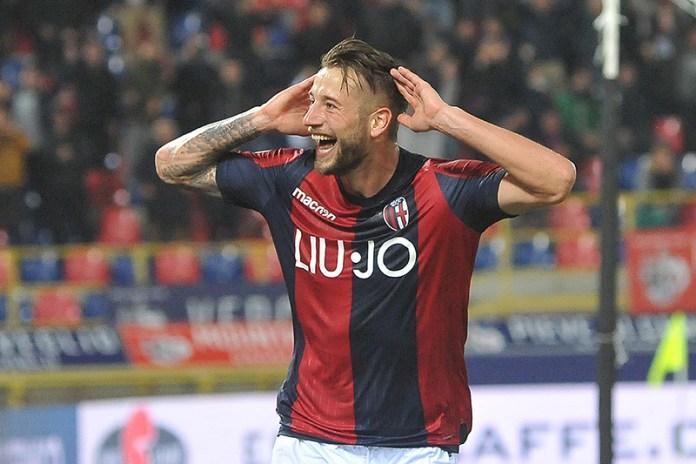 Djiks, celebrando un gol con el Bolonia / Fuente: Mario Carlini de Iguana Press