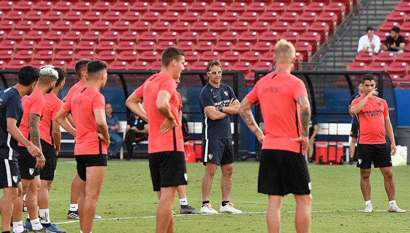 Lopetegui y el equipo en un entrenamiento en Dallas | Foto: Sevilla FC