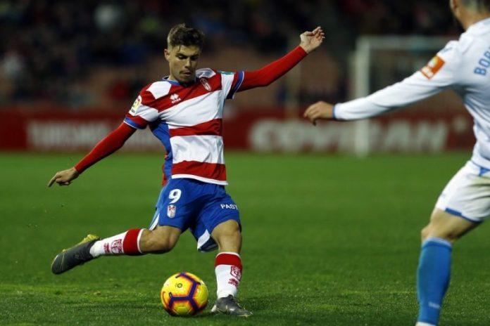 Alejandro Pozo, durante un encuentro con el Granada ante el Deportivo | Imagen: Granada CF