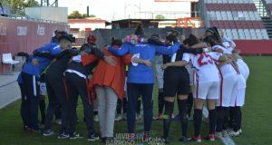 La plantilla del Sevilla FC Femenino, antes del encuentro ante el FC Barcelona | Imagen: Javier Barroso