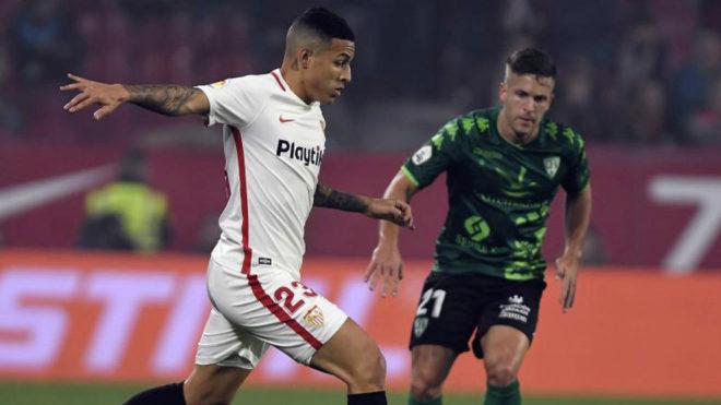 Guilherme Arana durante un partido con el Sevilla FC