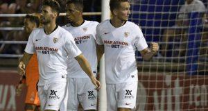 De Jong, celebrando junto a sus compañeros el gol ante el Extremadura | Imagen: Sevilla FC