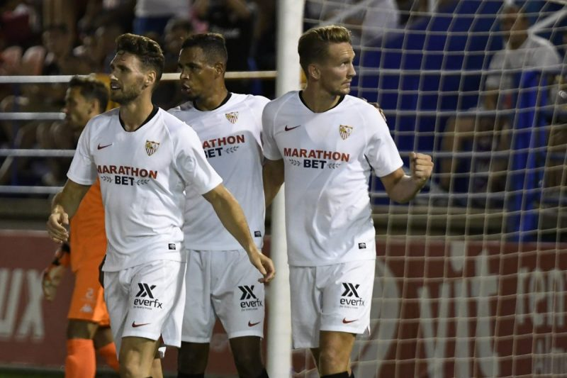 De Jong, celebrando junto a sus compañeros el gol ante el Extremadura   Imagen: Sevilla FC