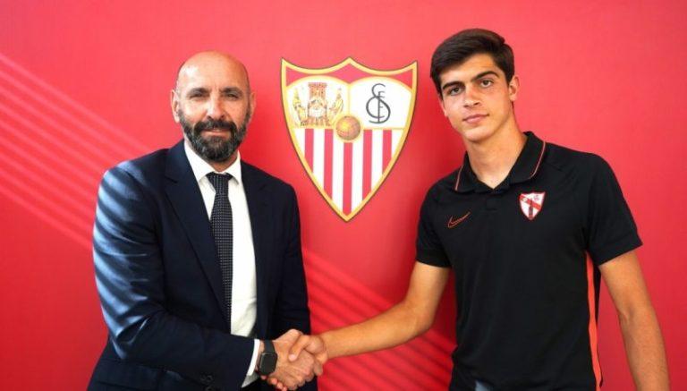 El Sevilla renueva a otra perla de su cantera