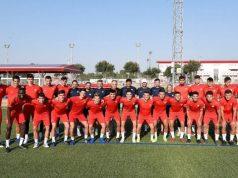 El Sevilla Atlético posa en uno de los campos de la Ciudad Deportiva | Imagen: Sevilla FC