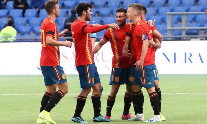 Dani Olmo, celebrando junto a otros jugadores su tanto ante Kazajistán | Imagen: SEFUTBOL