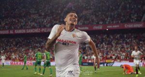 Lucas Ocampos, celebrando el tanto conseguido en el partido entre el Sevilla y la Real Sociedad| Imagen: La Colina de Nervión - Javi Barroso