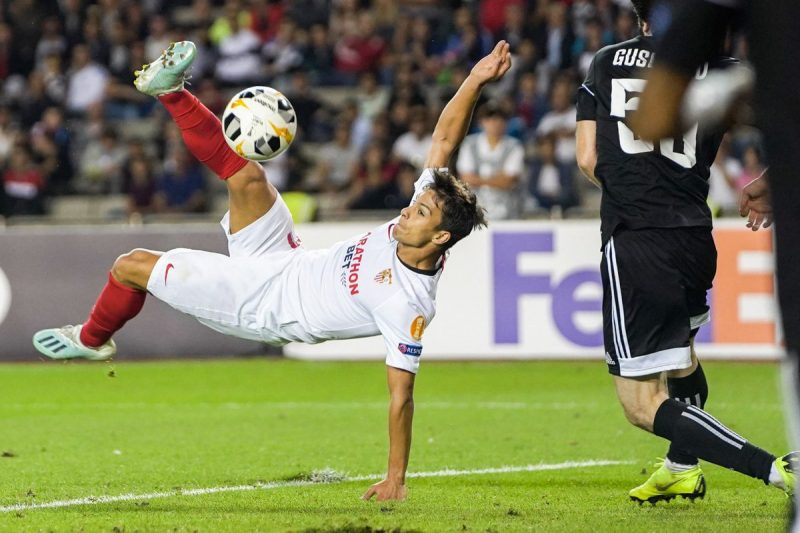 Óliver Torres, en el remate a puerta de chilena que supuso su gol del Sevilla FC al Qarabag | Imagen: Sevilla FC