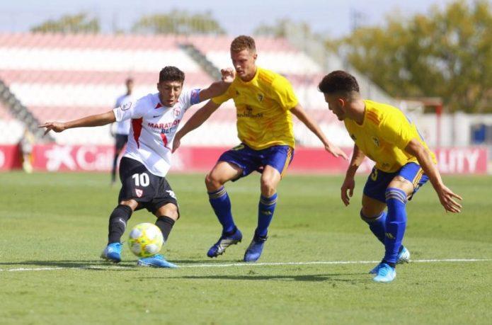 El Sevilla Atlético cae ante el Cádiz B en un choque con mucha polémica
