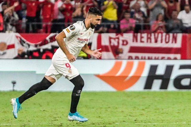 Dabbur salta al césped del Sánchez Pizjuán.   Imagen: Sevilla FC