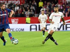 Banega toca el balón en el Sevilla-Levante   Imagen: Sevilla FC