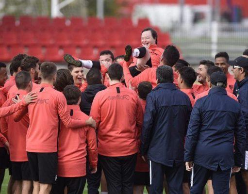 Salvador Bernal y el Sevilla Genuine entrenan con el primer equipo