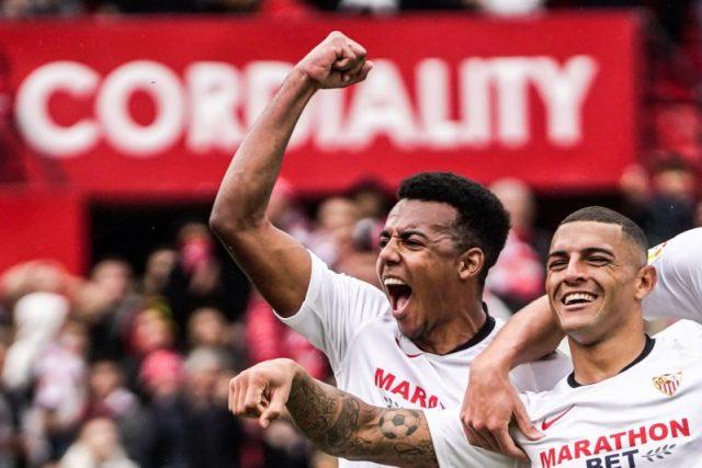 Diego Carlos y Koundé durante la celebración de un gol con el Sevilla FC de Lopetegui | Imagen: Sevilla FC