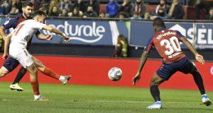 Munir, chutando a portería para conseguir el tanto que abría el marcador en el partido entre Osasuna y Sevilla | Imagen: Sevilla FC