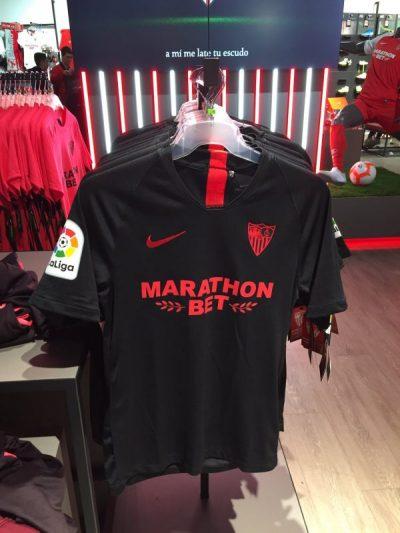 El Sevilla pone a la venta su nueva equipación negra