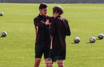 Escudero, junto a Bryan Gil, durante un entrenamiento del Sevilla | Imagen: Ana Marín - La Colina de Nervión