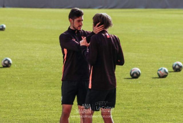 Escudero, junto a Bryan Gil, durante un entrenamiento del Sevilla FC | Imagen: Ana Marín - La Colina de Nervión