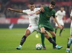 Diego Carlos, disputando un balón a Raúl García, durante el Sevilla - Athletic | Imagen: Sevilla FC