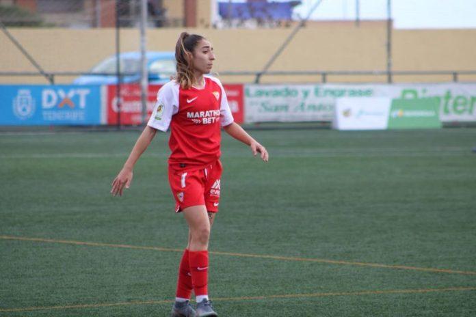 Olga Carmona, del Sevilla Femenino, durante el partido ante el Granadilla Tenerife   Imagen: Sevilla FC